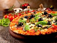 Постна пица с домати, маслини, гъби и кашкавал